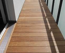 holzdielen balkon holzterrassen sonnendecks pergolen verlegt vom holzterrassen