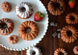 strawberry and chocolate cake mini bundt cakes u2022 the answer is cake