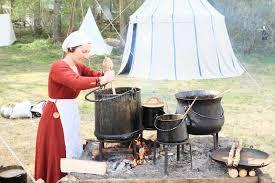 cuisine historique femme dans la cuisine historique image stock éditorial image du