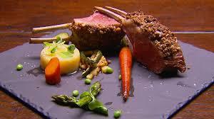 cuisiner un carré d agneau carré d agneau en croûte masterchef australie casa