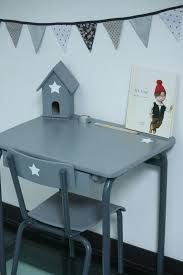 repeindre un bureau en bois un nouveau regard relooking d un bureau pour enfant en bois