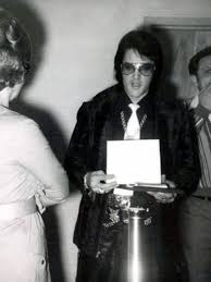 153 best elvis in 1971 images on pinterest biography butterfly