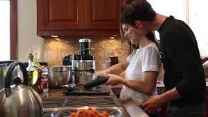 qui fait l amour dans la cuisine les français sont ils chauds dans leur cuisine 7detable com