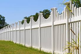 Fence Ideas For Small Backyard by 22 Vinyl Fence Ideas For Residential Homes