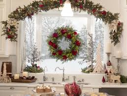 Christmas Decorations To Hang In Window by Tips For Hanging Christmas Wreaths And Garlands