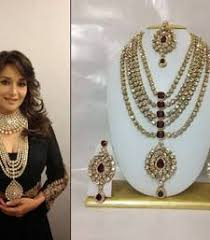 Buy Dazzling Kundan Set In Buy Famous Bollywood Replica Jewelry Set In Maroon With Pearls