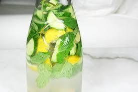 simple daily detox water recipe aka sassy water
