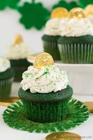 green velvet st patrick u0027s day cupcakes garnish u0026 glaze