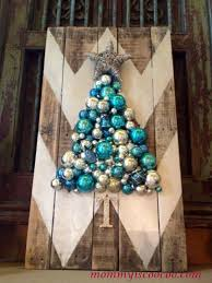 12 cheerful pallet projects that welcome ornament