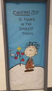 Funny Christmas Office Door Decorating Ideas by Best 25 Peanuts Christmas Ideas On Pinterest Charlie Brown