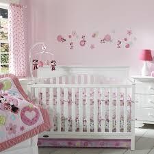 chambre minnie décoration pour la chambre de bébé fille archzine fr