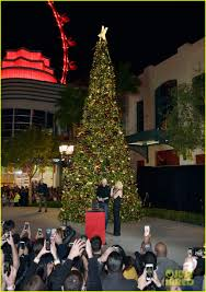 britney spears gets ready for the holidays at christmas tree
