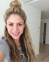 what color is shakira s hair 2015 24 best shakira make up hair images on pinterest shakira hair