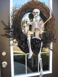 outside halloween crafts the chic technique halloween wreath u2026 pinteres u2026