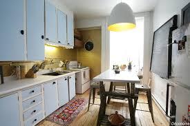 cuisiner la vieille une vieille cuisine relookée avec de la peinture dorée déconome