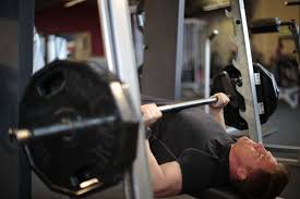 Bench Without A Spotter Barbell Vs Smith Machine Bench Press The Pro U0027s U0026 Con U0027s Of Each