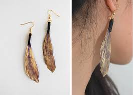 how to make feather earrings with diy spray painted feather earrings we heart this