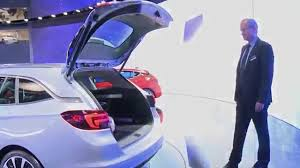 opel astra 2014 trunk new astra i discover the new power tailgate i opel youtube