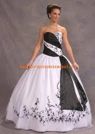 robe de mari e noir et blanc robe de bal en noir et blanc garnie de broderie splendide