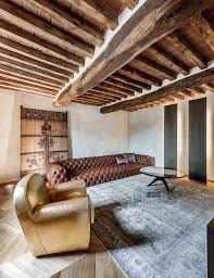 canap chesterfield idee deco plafond poutre bois avec poutres apparentes canap