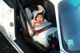 siege auto devant vêtement bébé
