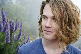 surfer haircut how to get surfer hair shaggy style for casual guys