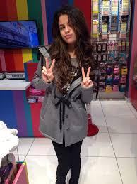 selena gomez no makeup detroit airport oceanup teen gossip