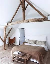 chambre poutre apparente deco chambre avec poutre apparente de poutres marron et blanche