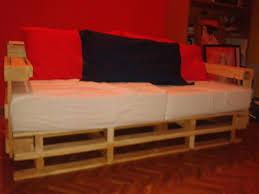 divanetti fai da te come fare un divano con il pallet 4 passi