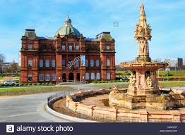peoples palace museum and the daulton fountain glasgow green