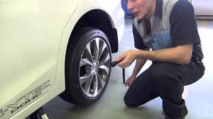 2009 honda civic tire size changing a tire on a honda vehicle don honda