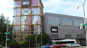 do amazon employees work on thanksgiving rei to close on black friday pay employees to spend the day