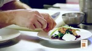 photo plat cuisine gastronomique restaurant gastronomique albi la création d un plat à l épicurien