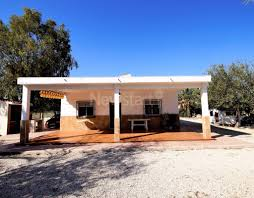 located in the country 3 bed 1 bath house in