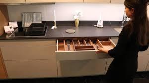 vaisselle cuisine cuisine poggenpohl sans poignée avec lave vaisselle miele knock to