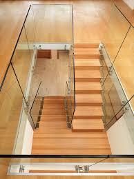 gel nder f r treppen treppe mit glas treppe fenster glaserei richter c schwebende