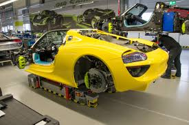 acid yellow jeep 2015 porsche 918 spyder touring the factory localisé