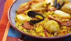 cuisiner une paella paella au poulet et aux fruits de mer surgelés cuisine évasion