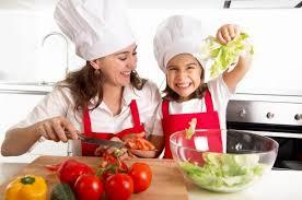 cuisiner avec ses enfants cuisiner avec ses enfants c est bon pour leur santé mentale et