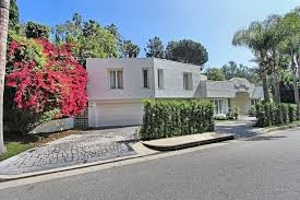 airbnb mansion los angeles see the airbnb where karlie kloss stayed in los angeles glamour
