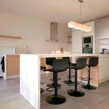 cuisine et bar cuisine ouverte avec comptoir 2 de cuisine petites tables de