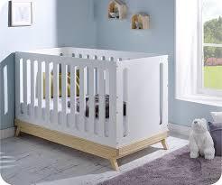 chambre bébé évolutif lit bébé évolutif songe blanc et bois avec matelas bébé