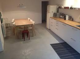 sol cuisine béton ciré réaliser soi même un béton ciré travaux maison