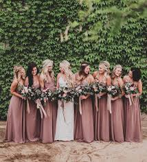 absolutely looooove the colour of the bridesmaids u0027 dresses