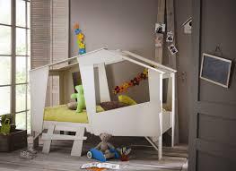 chambre cabane enfant lit enfant cabane explorer lit chevet enfant lit chevet