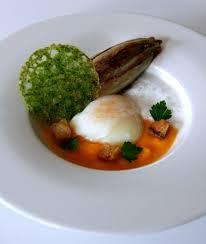 tuile cuisine œuf parfait sur lit de butternut endive braisée tuile de persil