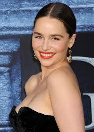 Emilia Clarke Bathtub Game Of Thrones U0027 Emilia Clarke Reportedly Earns More Than Co Star
