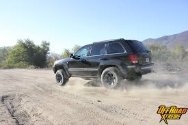 stock jeep vs lifted jeep riding high this jeep wk gets a growth spurt off road xtreme