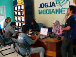 earthquake jogja it media centre in jogja medianet office for volunteer earthquake