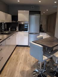 cuisine moderne ouverte sur salon salon cuisine moderne trendy inspiration cuisine moderne pour